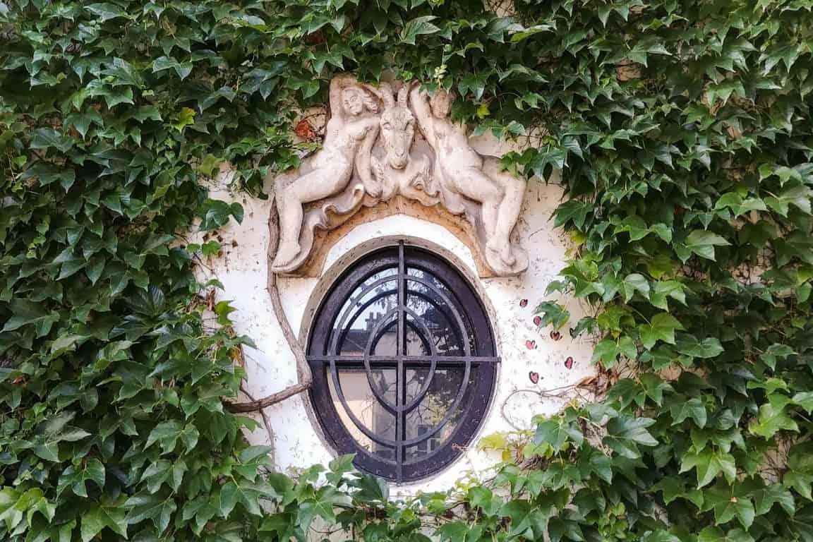 אחד החלונות היפים בפריז. צילם: יואל תמנליס