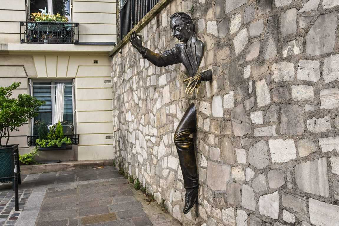 האיש שבקיר. צילם: יואל תמנליס