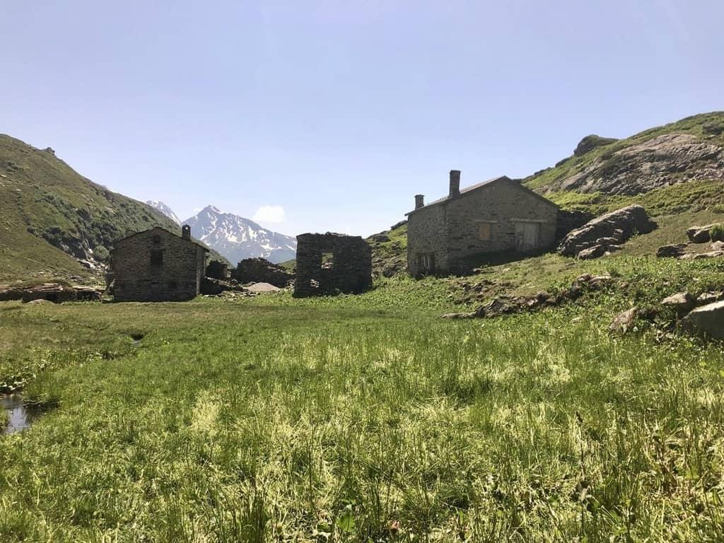 """כפר רועים קטן ואפייני בפארק """"ונואז"""""""