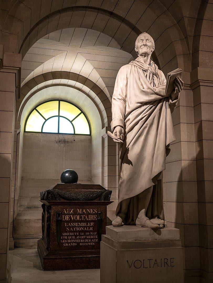 קברו של וולטר בפנתיאון. צילם Yann Caradec. מקור צילום: ויקיפדיה.