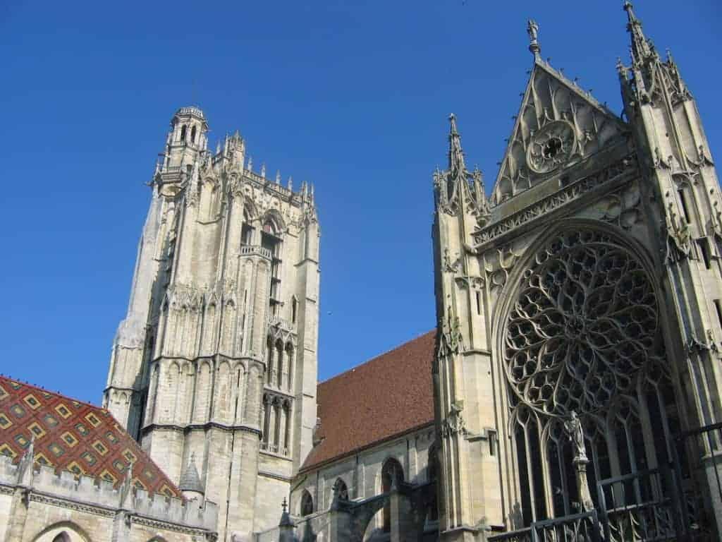 הקתדרלה של סנס. מקור תמונה ויקיפדיה.