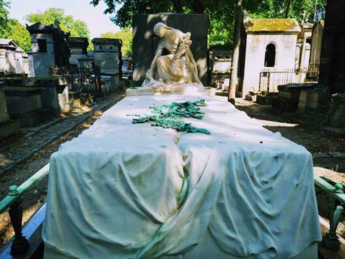 בית הקברות של מונמארטר - לטייל בין קברים וחתולים
