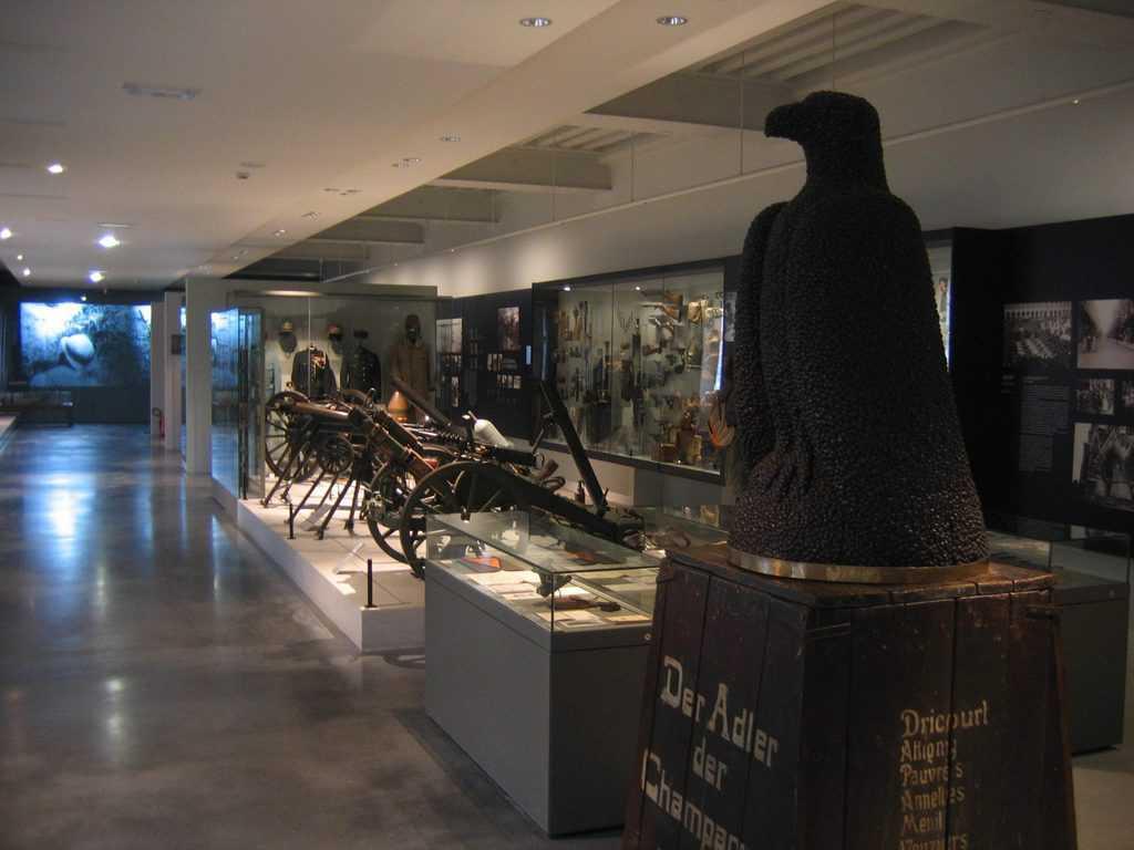 מוזיאון המלחמה - מבט מבפנים. צילם: עמירם צברי.