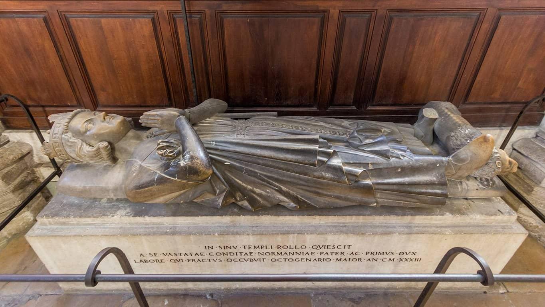 קברו של הדוכס רולו. צילם: Raimond Spekking. מקור צילום: ויקיפדיה.