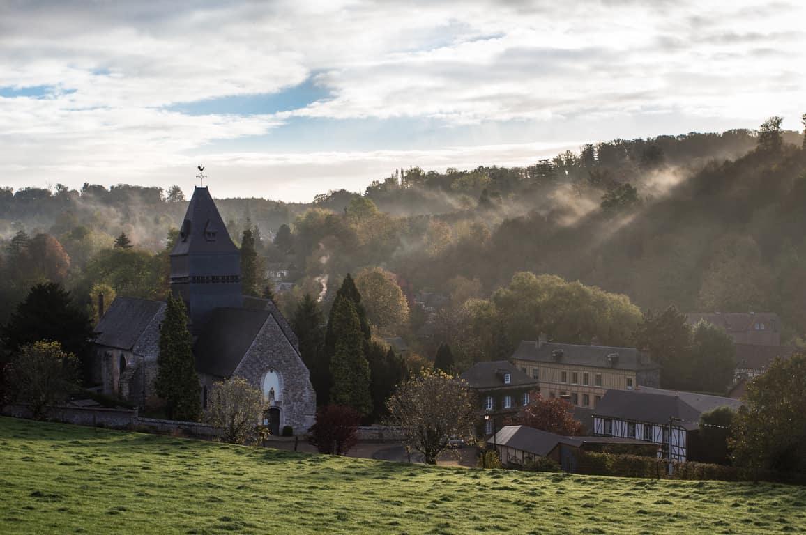 הכפר Lyons La Foret.