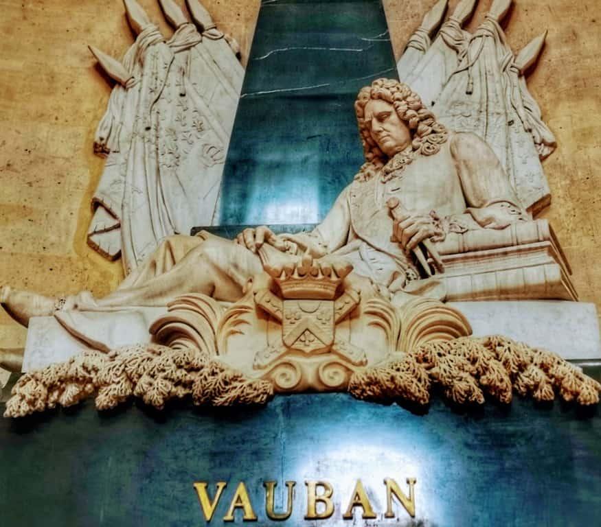 קברו של וובאן בכנסיית האינווליד. צילום: צבי חזנוב