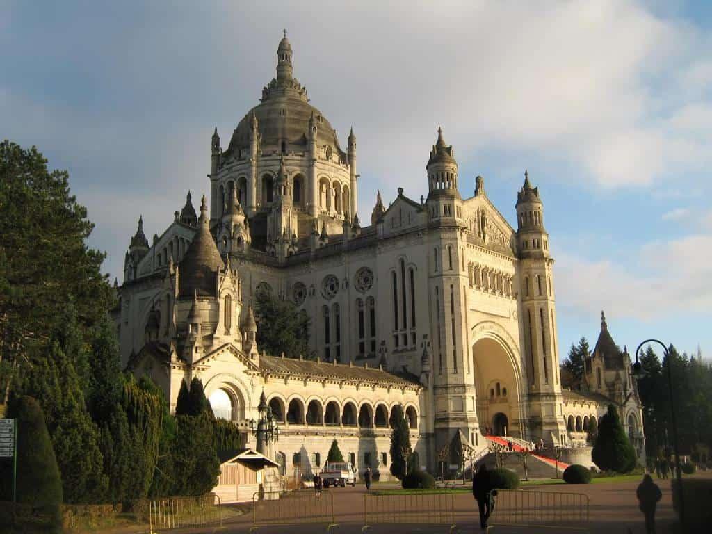 הבזיליקה של תרזה הקדושה מ Lisieux