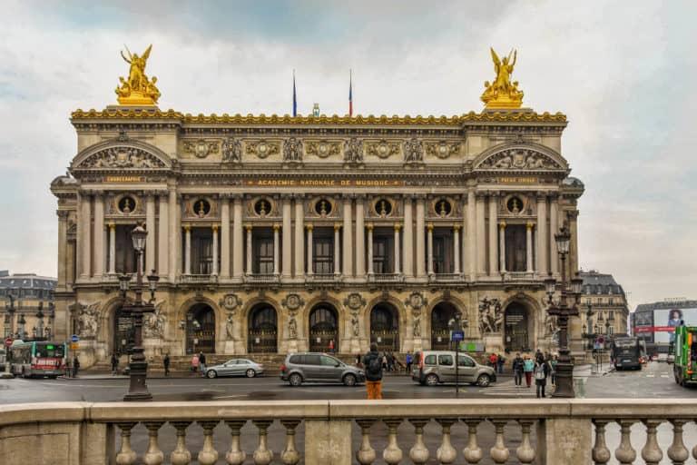 בניין האופרה של פריז - טיול מוזיקלי אל פאלה גרנייה ומעבר