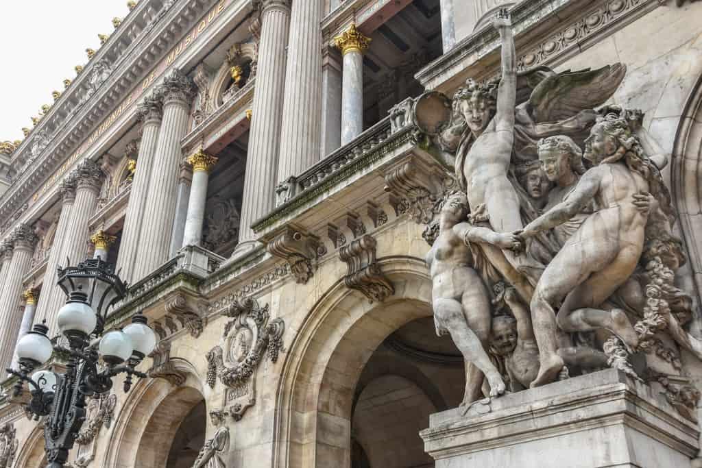 חזית בניין האופרה של פריז. צילם יואל תמנליס.