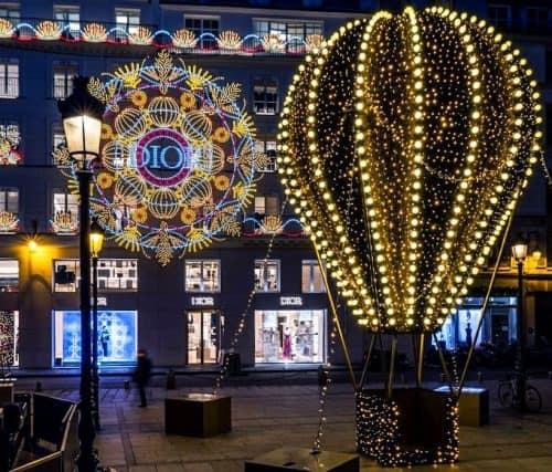 אורות חג המולד של עיר האורות לא כבים גם בימי הקורונה. כתבה מאת גל שטיינר