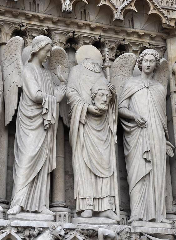 פסלו של סן דני בכנסיית נוטרדאם בפריז (זהו הקדוש שמחזיק את ראשו בידיו). צילום: יואל תמנליס
