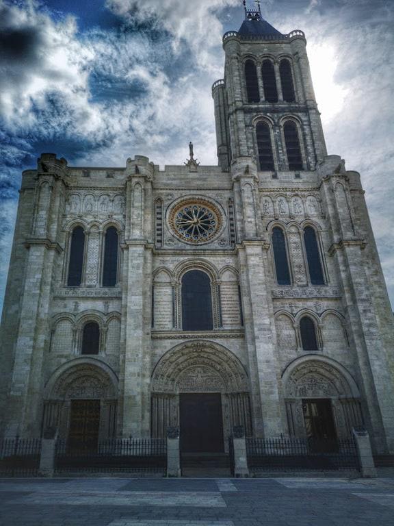 החזית של כנסיית סן דני. צילם: צבי חזנוב