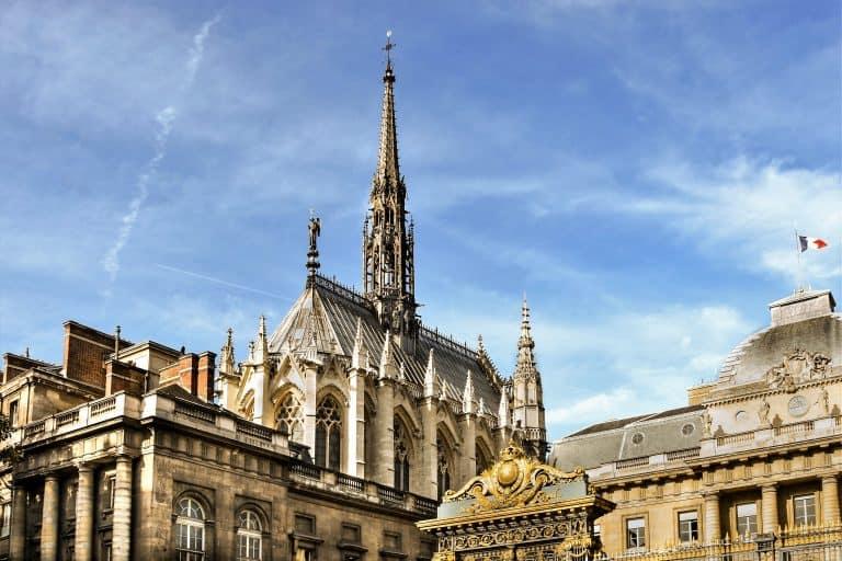 סנט שאפל (Sainte Chapelle) – מזכרת יפהפייה ממלך פסיכופת
