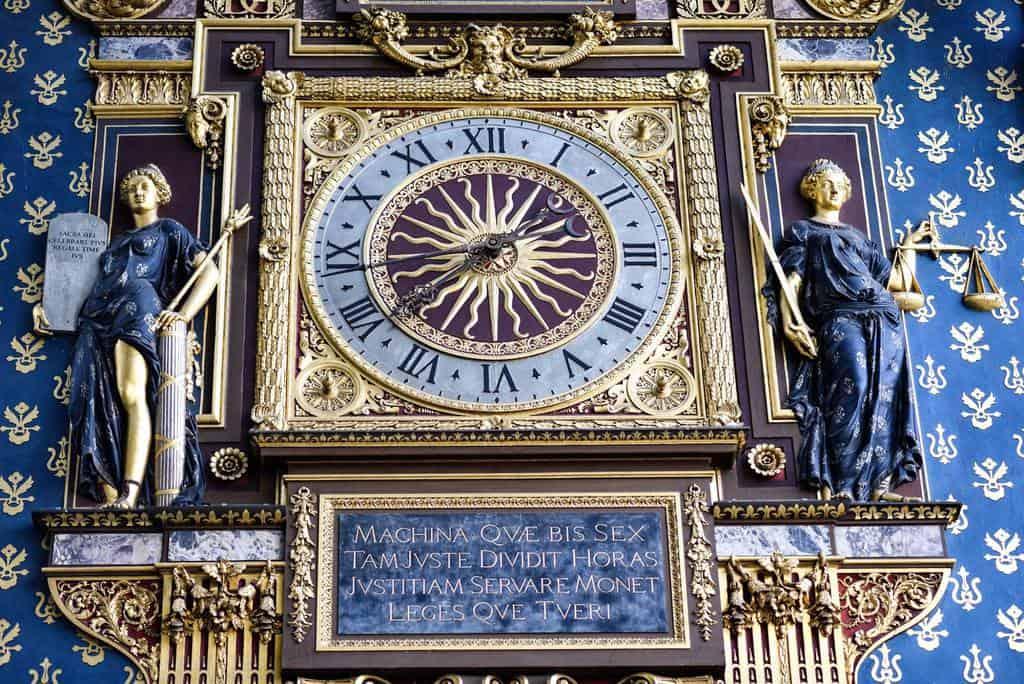 השעון של הקונסיירז'רי. מבט מקרוב. צילם: יואל תמנליס.
