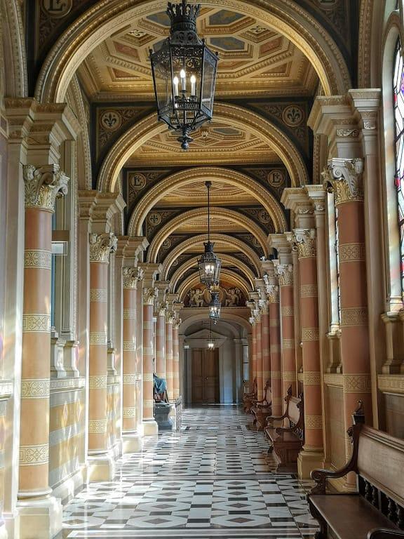 מסדרון בבית המשפט של פריז (Palais de la Justice))