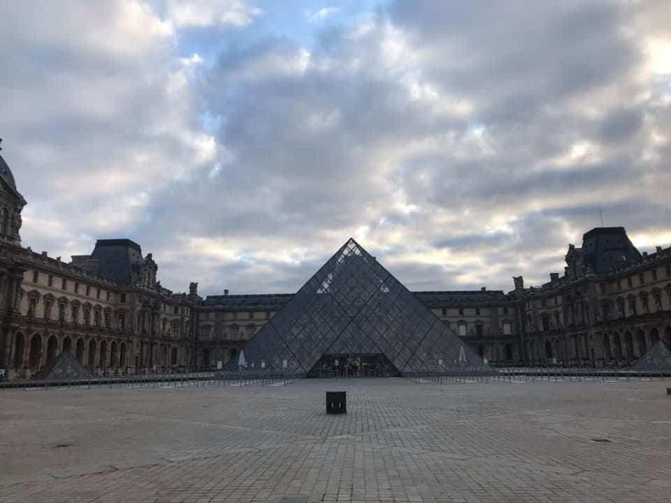רחבת הפירמידה של הלובר. צילם: לירן הוטמכר