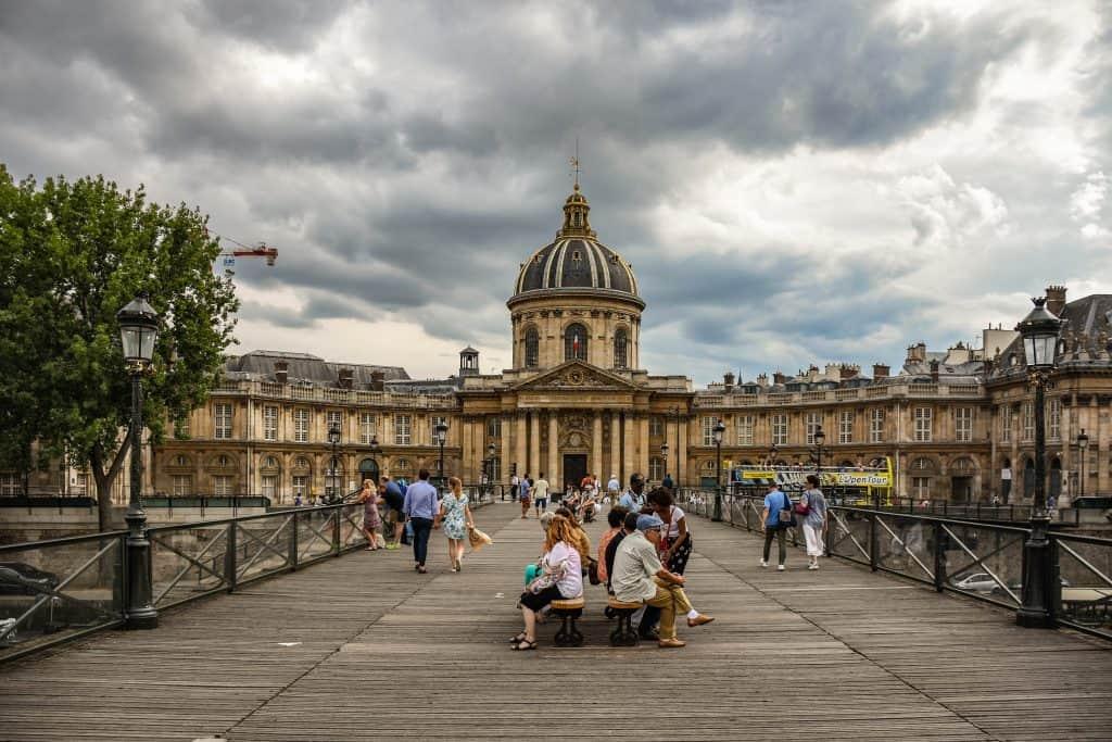 פון דז אר, בניין המכון הצרפתי וזכות המבט הראשון