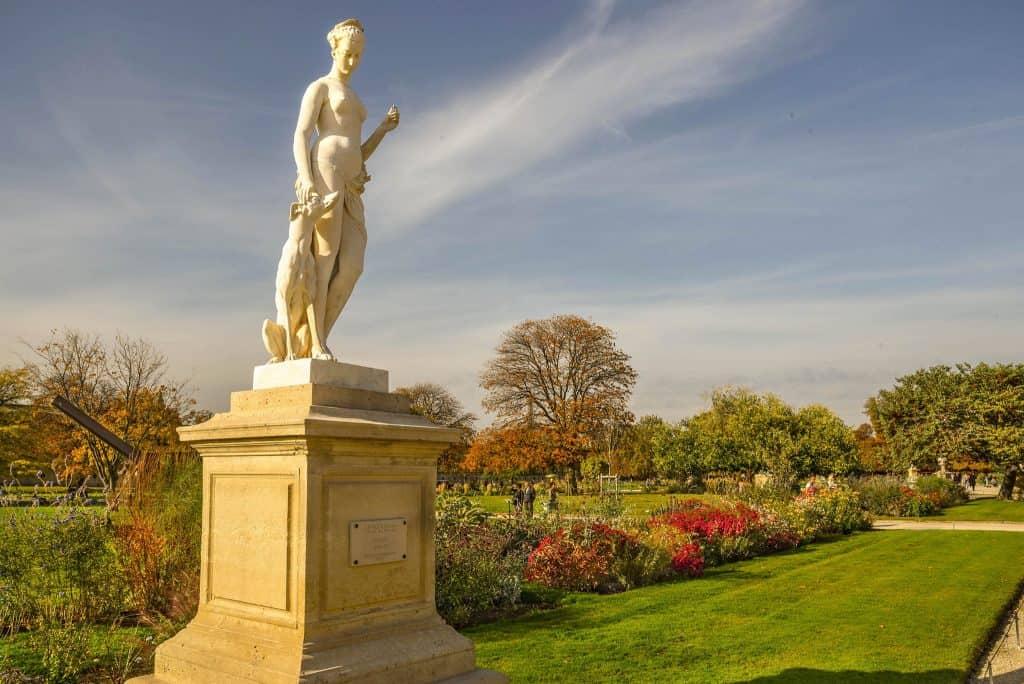 פסלה של דיאן בגני הטווילרי. צילם: יואל תמנליס