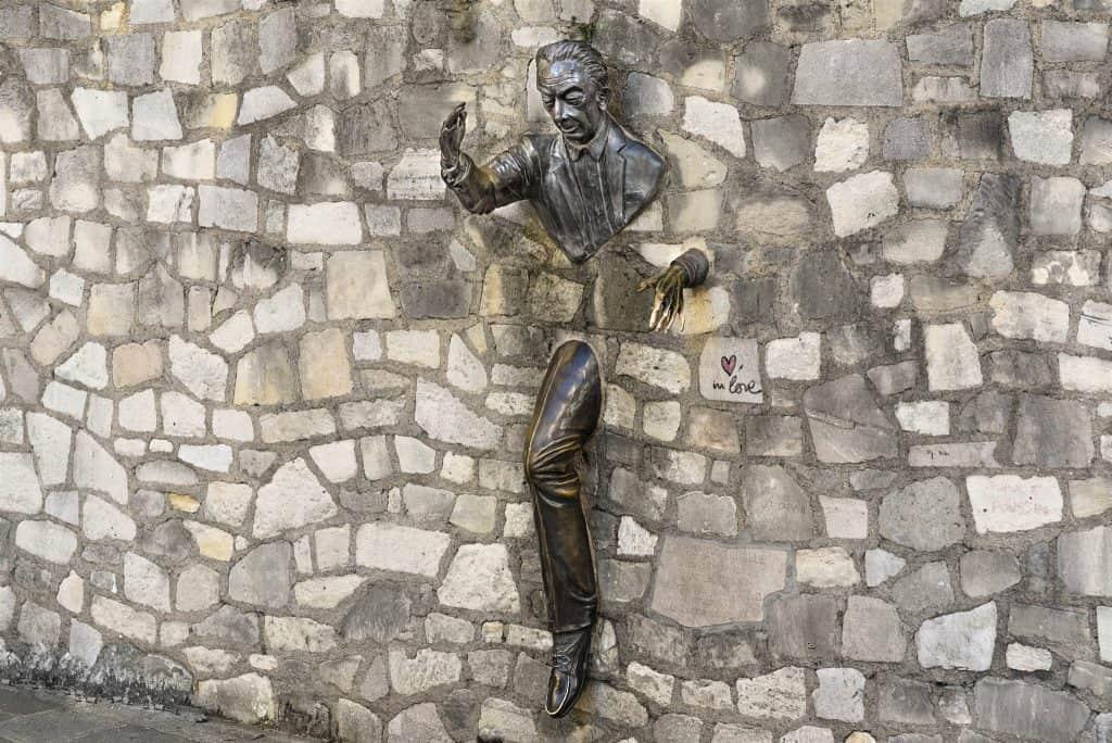 """פסל """"חוצה הקירות"""". צילם: יואל תמנליס"""
