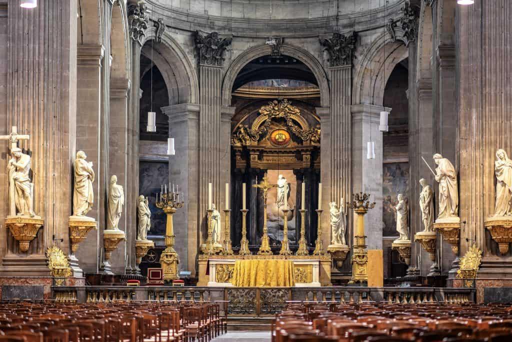 המזבח בכנסיית סן סולפיס. צילם יואל תמנליס
