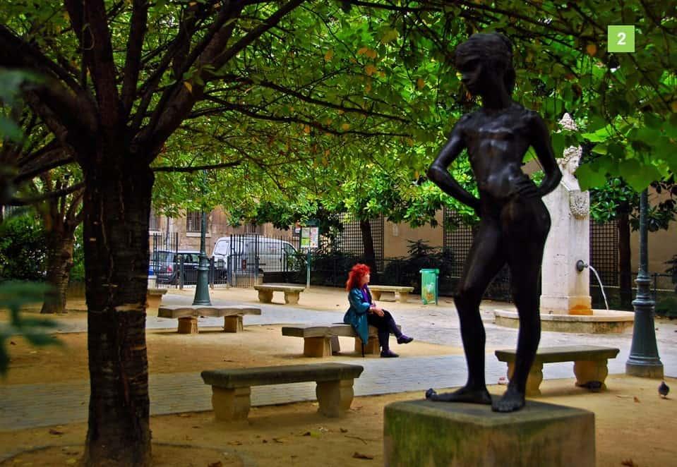 פסלה של קרולינה בכיכר גבריאל פיארנה. צילום: אילן שמעוני