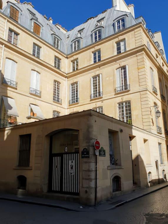 בית הבושת של מדאם גורדן בצומת הרחובות Dussoubs ו Saint Sauveur. צילם: צבי חזנוב