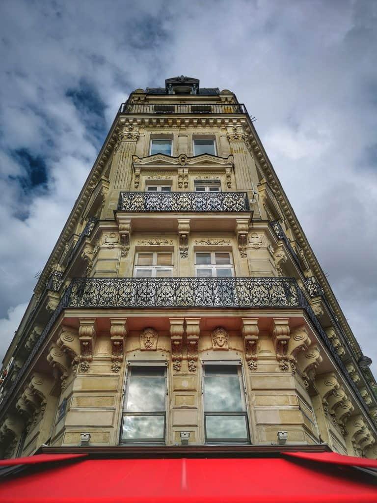 בניין הוסמני טיפוסי. צילם: צבי חזנוב