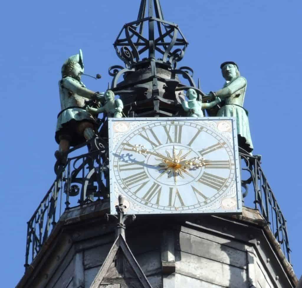 השעון של כנסיית נוטרדאם דה דיז'ון. צילום: קלר באלאס