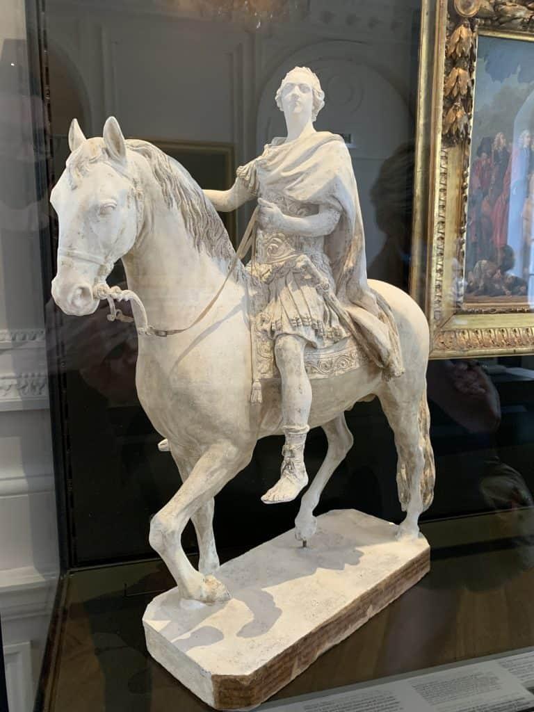 העתק פסלו של לואי ה-15 במוזיאון הקרנבלה. צילום: רונן סאס