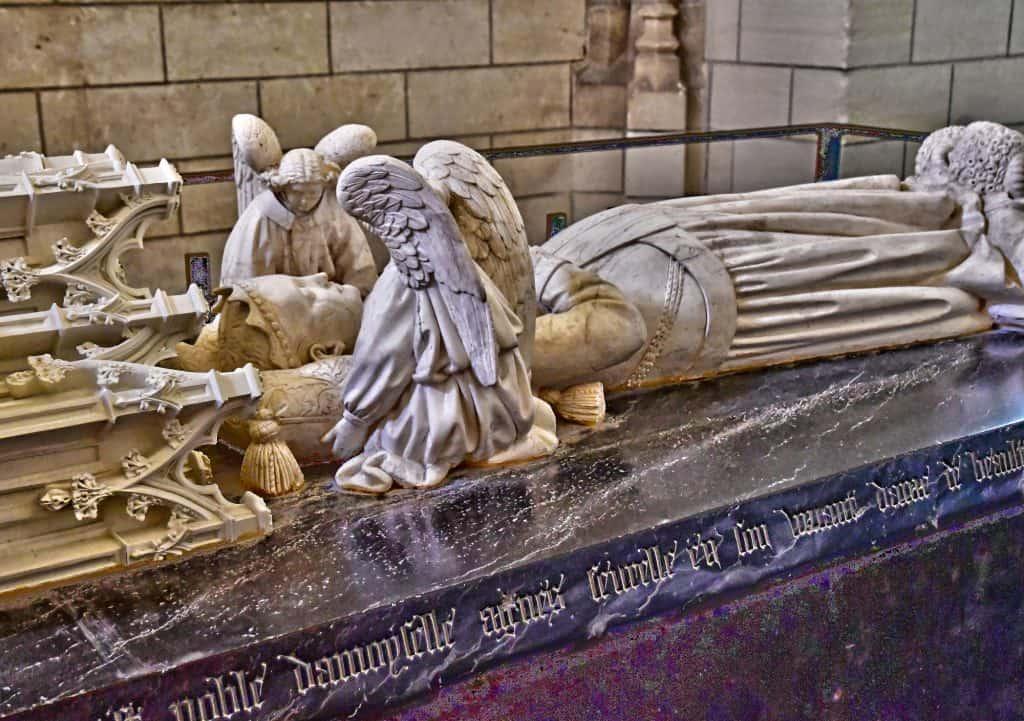 קברה של אנייס סורל בטירת לוש (Loches)
