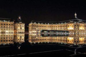 בורדו - כיכר הבורסה בלילה. מקור צילום: ויקיפדיה.