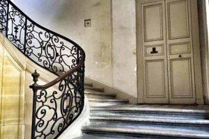 ביתה של המרקיזה דל ברינבילייה. לו רק הקירות יכלו לדבר...