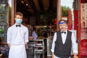 שני מלצרים בפריז. צילם: לירן הוטמכר