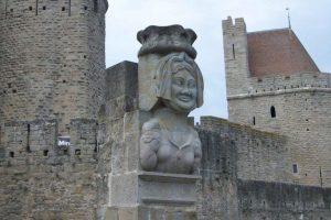 פסלה של קרקאס על חומות קרקאסון